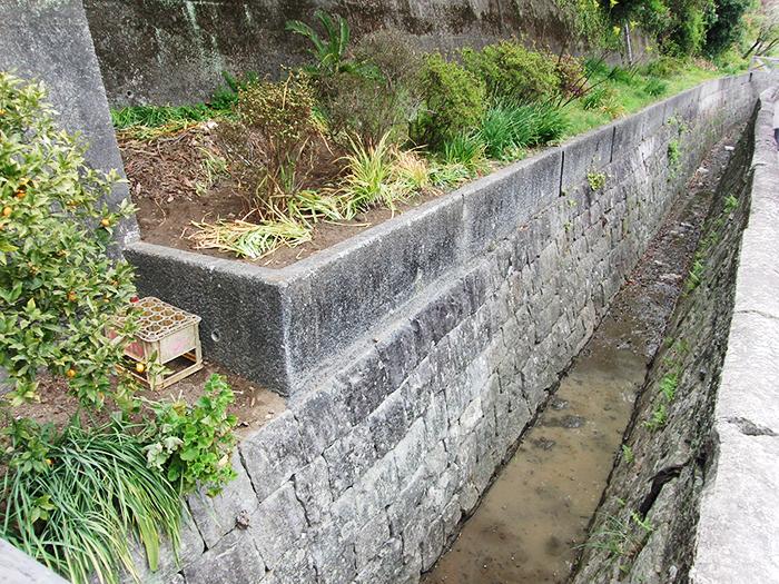 三角西港水路石垣修復後